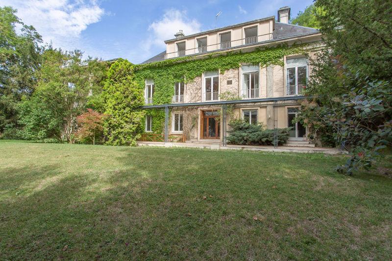 Maison, 825 m²