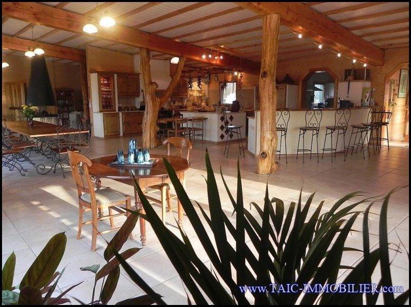 Maison, 1 000 m²
