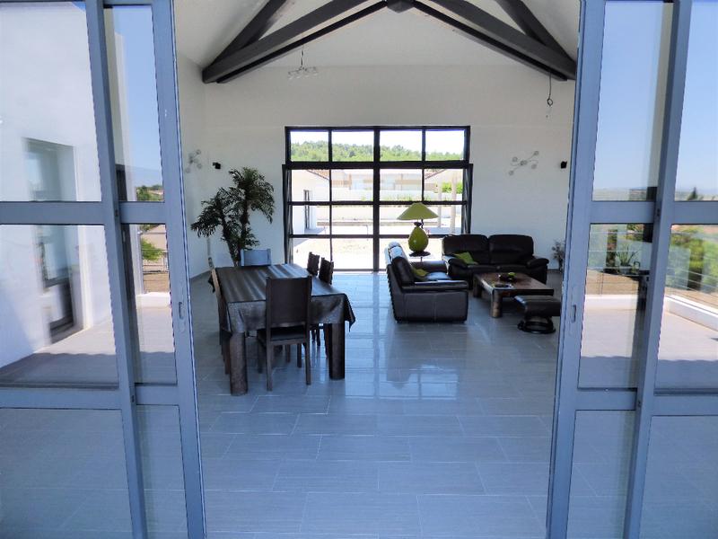maison contemporaine sejour cathedrale piscine immoselection. Black Bedroom Furniture Sets. Home Design Ideas