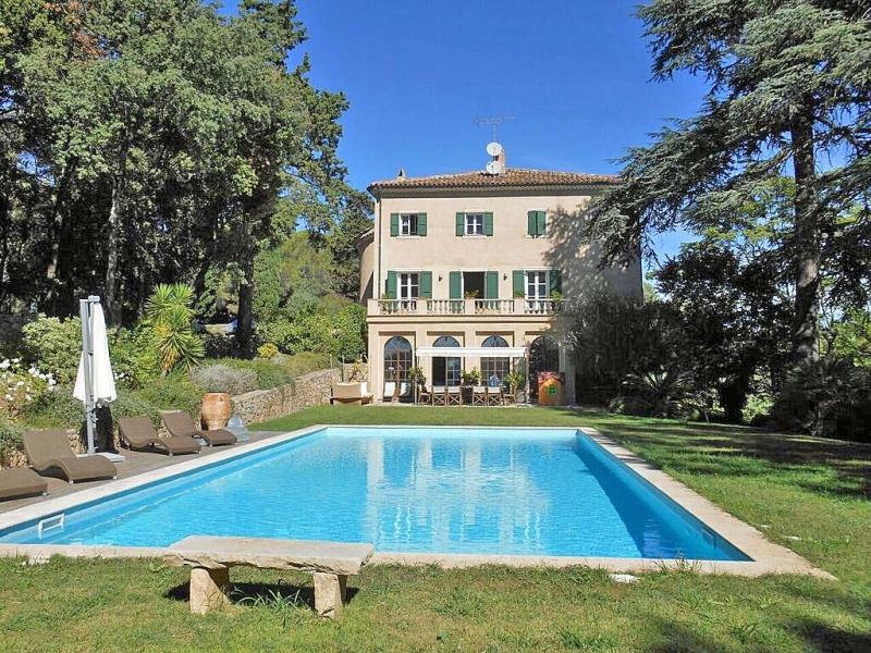 Maison, 1 400 m²