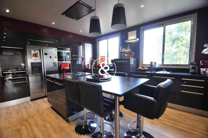 Maison, 305 m²