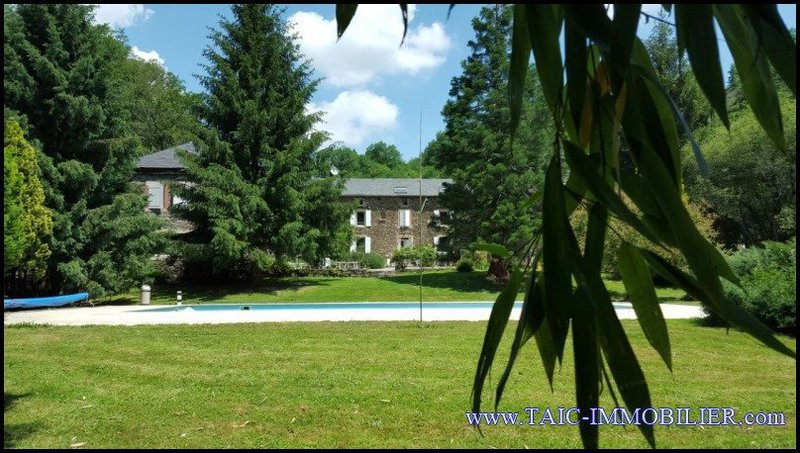 Maison, 1 200 m²