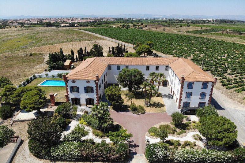 Maison, 1 800 m²